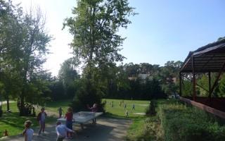 Plac zabaw i boisko